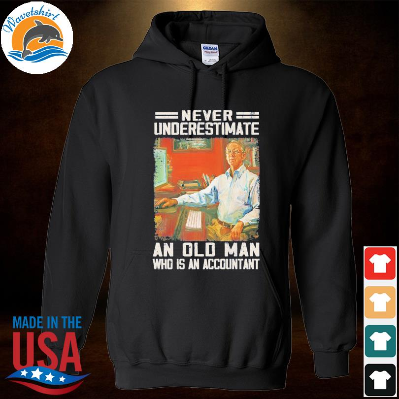 Official Never underestimate an old man who is accountant s Hoodied